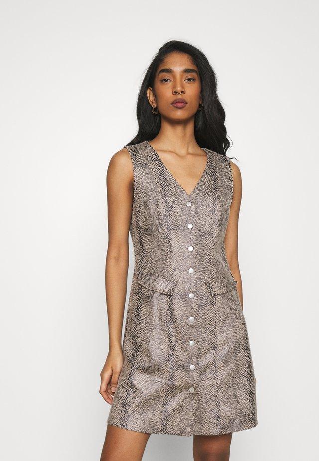 VMGAIA SHORT FAUX DRESS - Robe chemise - brown