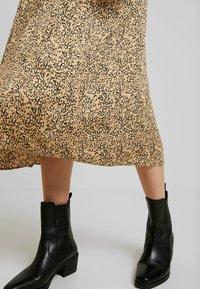 Soft Rebels - SRAVIAJA MIDI SKIRT - A-line skirt - warm sand - 3