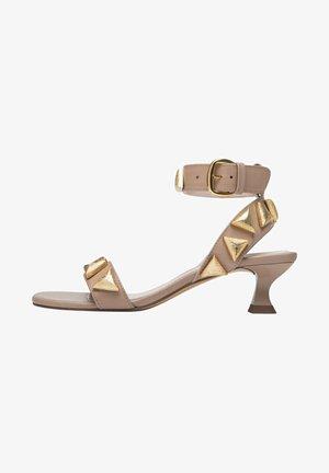 MIT APPLIKATIONEN  - Sandals - beige