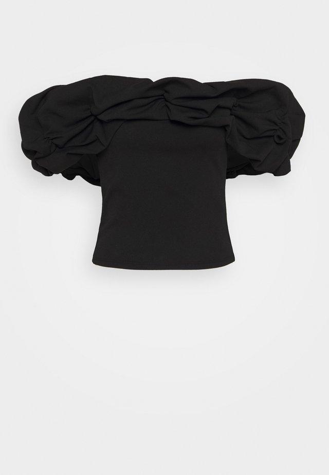 RUFFLE NECK BARDOT - T-shirt imprimé - black