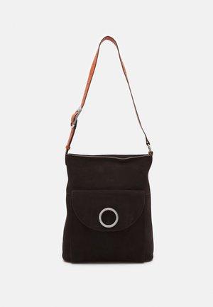 Käsilaukku - marrone