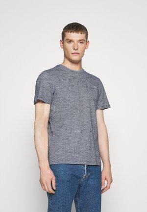 FINELINER WITH POCKET - T-shirt print - dark blue stripe