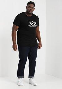 Alpha Industries - BASIC CAMO - Print T-shirt - black - 1