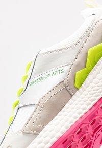 MOA - Master of Arts - Tenisky - futura white/pink/yellow - 2