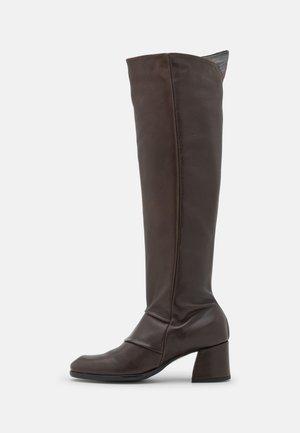 KIRIL - Overknee laarzen - twistet brown