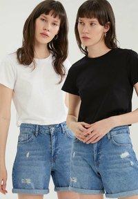 DeFacto - PACK OF 2 - Basic T-shirt - white - 6