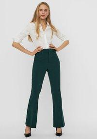 Vero Moda - Trousers - ponderosa pine - 3