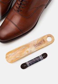 Barker - MALVERN - Eleganckie buty - rosewood - 5
