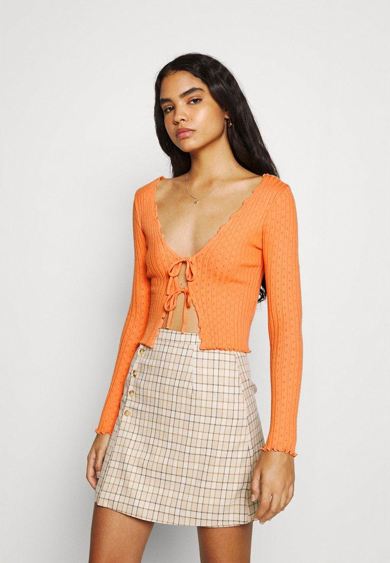 BDG Urban Outfitters - NOORI TIE FRONT - Cardigan - orange