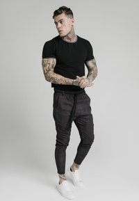 SIKSILK - RINGER GYM TEE - T-shirt basic - black - 1