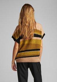 Nümph - NUBARRY DARLENE - Print T-shirt - golden palm - 1