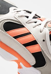 adidas Originals - YUNG 1 - Sneakers - core black/semi coral/raw white - 5