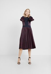 Apart - PRINTED DRESS - Robe de soirée - midnightblue/red - 2