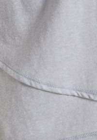Cotton On Body - LIFESTYLE CROSS HEM - Print T-shirt - grey marle - 2