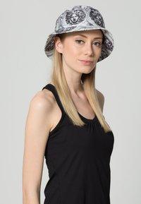 Flexfit - Hat - black/white - 1