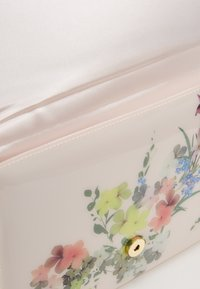 Ted Baker - ROSETTE - Clutch - baby pink - 3