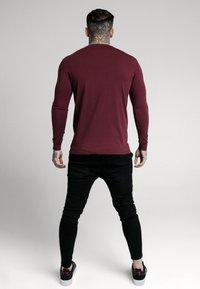SIKSILK - STRAIGHT HEM GYM TEE - Long sleeved top - burgundy - 2