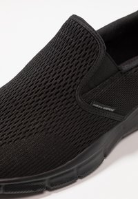 Skechers Sport - EQUALIZER - DOUBLE PLAY - Slip-ons - black - 5