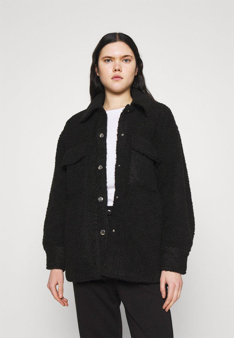 Monki - HAZEL SCALE UP - Short coat - black dark