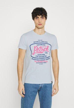 Print T-shirt - bleached aque