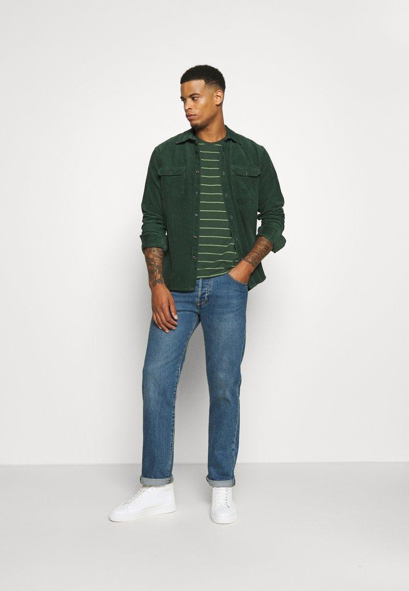 Levi's® - CREWNECK 2 PACK - T-shirt con stampa - python green
