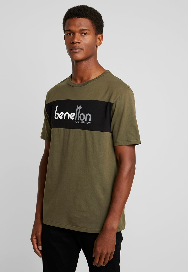Benetton - T-shirt z nadrukiem - olive
