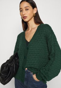 Monki - NINNI CARDIGAN - Cardigan - green - 3
