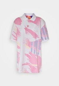 Nike Performance - CHALLENGE COURT SLIM - Polo shirt - white/solar red/ultramarine/laser orange - 5