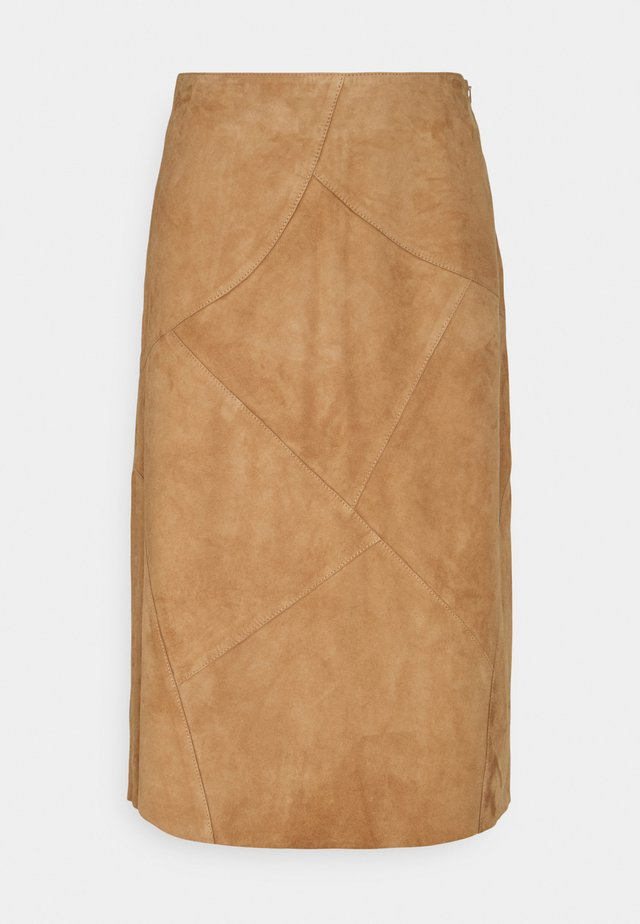 PATCHED SKIRT - Leather skirt - powder sand