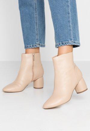 ADDIE CYLINDER HEEL - Classic ankle boots - cream