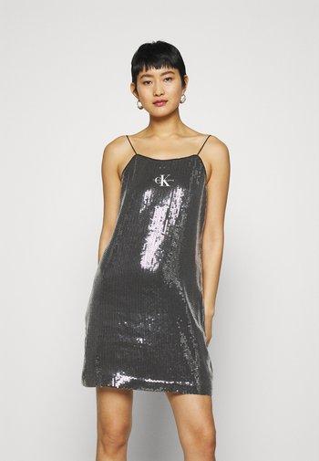 SEQUIN LOGO STRAP DRESS - Koktejlové šaty/ šaty na párty - black