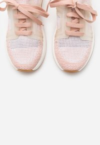 LOVE OUR PLANET by NOVI - VENERE - Sneakers basse - blush/offwhite - 5