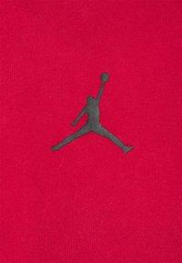 Jordan - DRY AIR - Basic T-shirt - gym red/black - 6