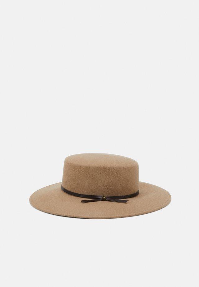 LORA - Cappello - kamel