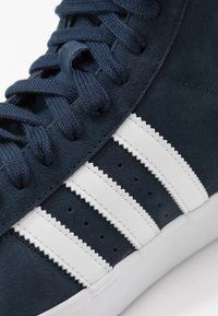 adidas Originals - BASKET PROFI - Zapatillas - navy/footwear white/gold metallic - 5