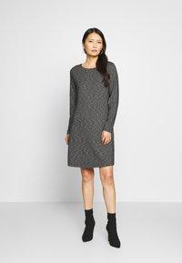 comma casual identity - Pletené šaty - grey/black - 0