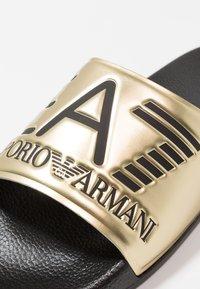 EA7 Emporio Armani - Pantofle - shiny gold/black - 5