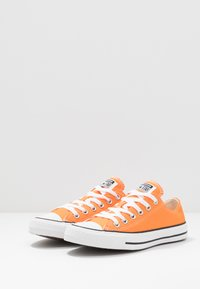 Converse - CHUCK TAYLOR ALL STAR SEASONAL COLOR - Trainers - orange - 2