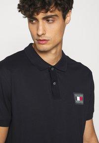 Tommy Hilfiger - FLEX ICON BADGE REGULAR - Poloshirts - blue - 3