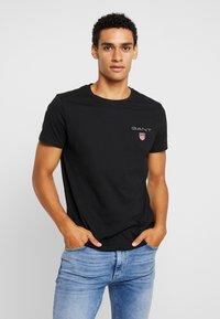 GANT - MEDIUM SHIELD - T-shirt - bas - black - 0