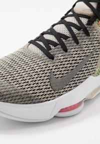 Nike Performance - LEBRON WITNESS IV - Obuwie do koszykówki - string/black/volt/bright crimson/white - 5