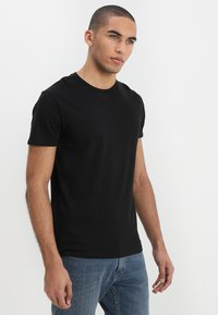 Wrangler - TEE 2 PACK - T-shirt - bas - black - 4