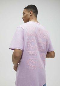 PULL&BEAR - Print T-shirt - dark purple - 3