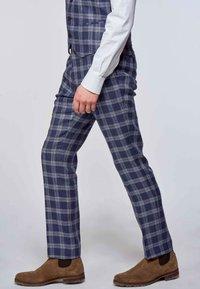 MDB IMPECCABLE - Suit trousers - dark blue - 3