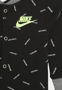 Nike Sportswear - TOSS FOOT COVERALL SET - Bonnet - black - 2