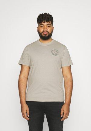 ESCAPE CREW TEE - Print T-shirt - putty
