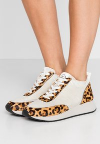 Loeffler Randall - REMI - Sneakers basse - offwhite - 0