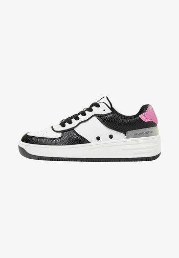 MIT PRÄGUNG - Sneakers laag - white