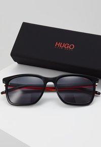 HUGO - Sunglasses - black/red - 2