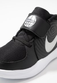 Nike Performance - TEAM HUSTLE - Basketball shoes - black/metallic silver/wolf grey/white - 2